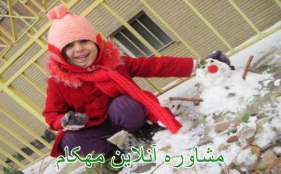 بازی با کودکان در یک روز برفی زیبا