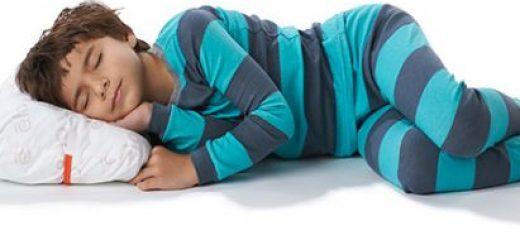 پسر ۸ساله ای دارم که برای جدا خوابیدن اذیت میکنه