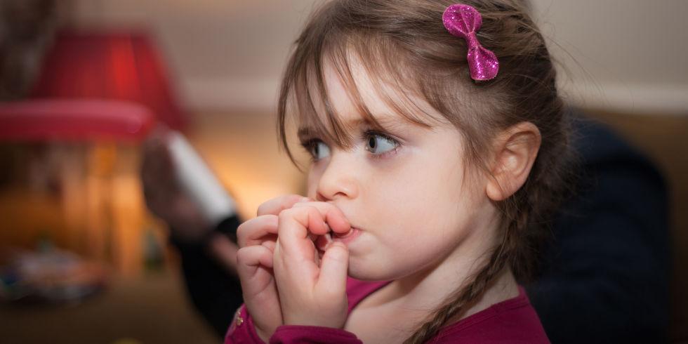 چه موقعی برای ناخن جویدن کودک به روانشناس مراجعه کنیم ؟