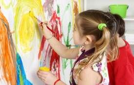 چگونه با کودکانی که روی در و دیوار نقاشی میکنند رفتار کنیم ؟