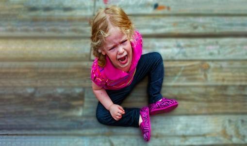 گریه کردن ، نق زدن و کج خلقی کودکان