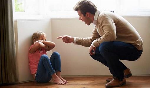 4 باور اشتباه والدین در تربیت فرزند - والدگری موفق