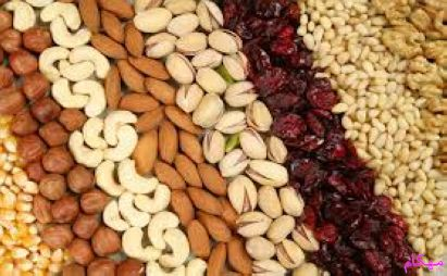 خوردن آجیل یعنی پسته، فندق، بادام، بادام زمینی، بادام هندی، گردو نه تنها مضر نیست بلکه برای سلامتی و تندرستی بدن لازم هم می باشد