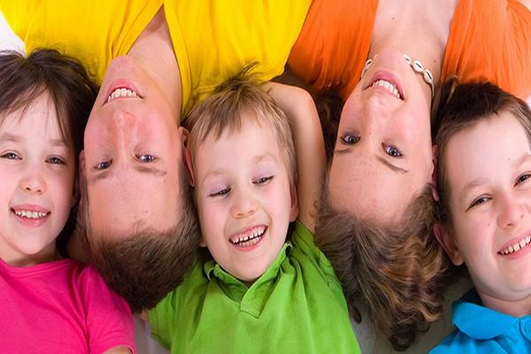 چگونه شادی در کودکان را تقویت کنیم؟