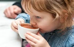 دادن چای به کودک خطرناک است؟