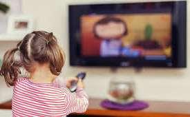 غذا خوردن کودک جلوی تلویزیون
